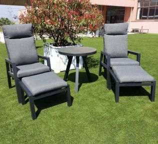 Jamaica regulerbare hvilestolesæt med 2 stole m/fodskammel og bord diameter 70 cm i aluminium